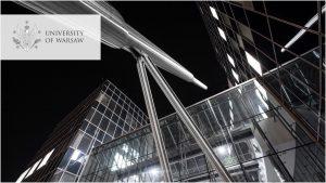 Centrum Nowych Technologii. Logo UW w wersji angielskiej w lewym górnym rogu