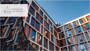 zdjęcie nowego budynku Wydziału Fizyki, logo UW w wersji angielskiej w lewym górnym rogu